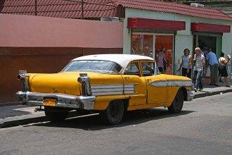 057 gele auto