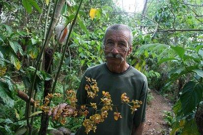 193 man met orchidee